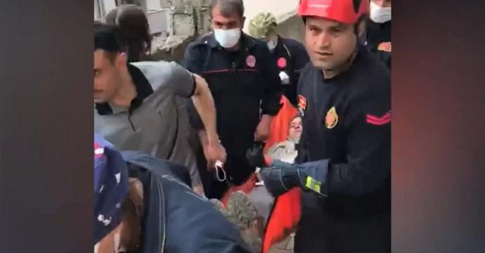 İTFAİYE EKİPLERİNDEN KURTARMA OPERASYONU